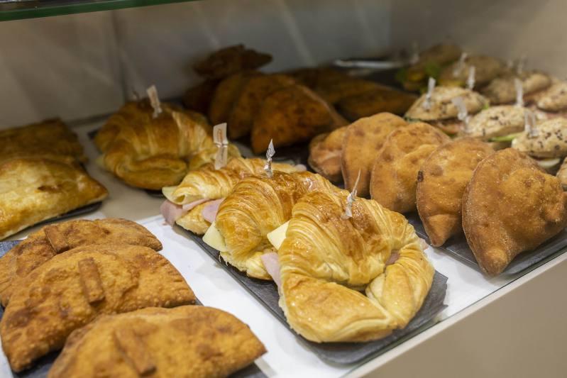 cafetería croissant empanadilla bocadillo